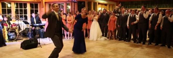 epic_motherson_wedding_dance_medley_640_02