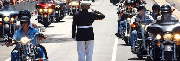 saluting-marine